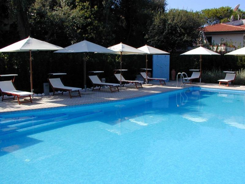 la piscina dell'hotel a Tirrenia